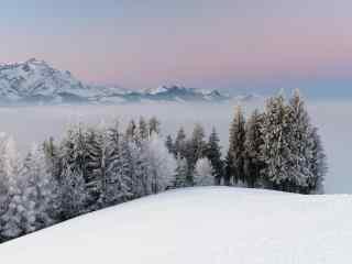冬日雪山奇观图片高清桌面壁纸