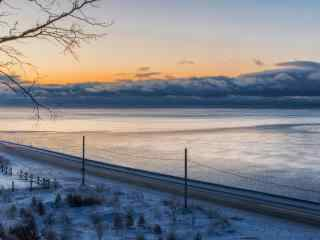 贝加尔湖静谧湖面图片高清宽屏电脑桌面壁纸