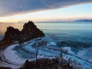 贝加尔湖清晨冰封湖面风景图片