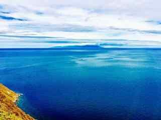 贝加尔湖碧绿湖水图片高清桌面壁纸