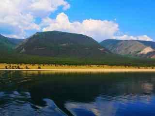 贝加尔湖畔蓝天白云壁纸图片
