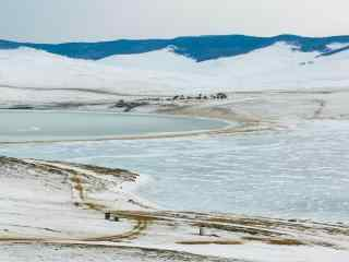 贝加尔湖畔冬季平原雪景图片