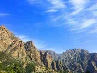 春季贺兰山脉生机盎然风景图片