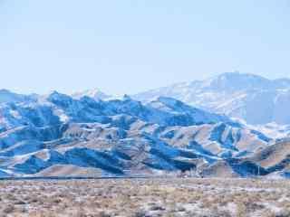 西北贺兰山脉冬季雪景图片
