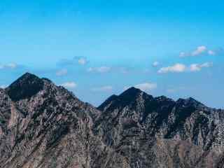 雄伟的贺兰山山峰图片