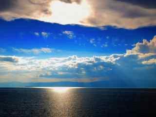 贝加尔湖上空美丽景观图片