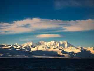 纳木错念青唐古拉雪山唯美日出风景图片