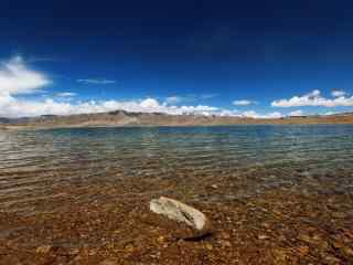 玛旁雍错清澈湖水图片桌面壁纸