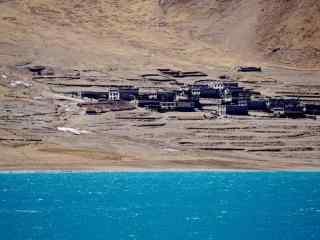 羊湖独特碧蓝的湖水风景图片桌面壁纸