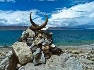 纳木错湖边牛角玛尼堆唯美风景图片