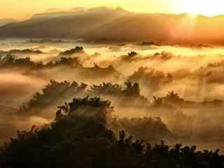 美丽的群山上的曙光风景图片