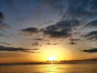 唯美的天边曙光风景图片