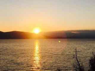 洱海湖面日出风景图片