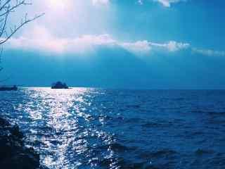洱海碧蓝的湖面风景图片