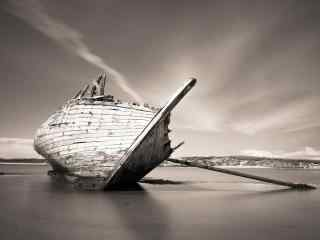 搁浅的旧船图片桌