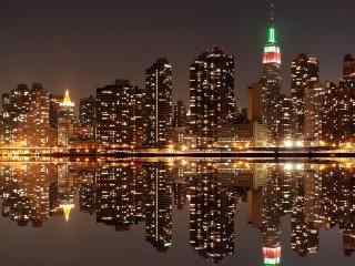 暖黄色调的城市夜景图片
