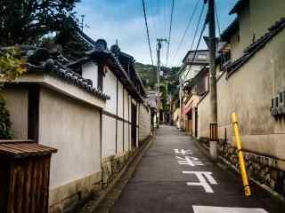 日本民房后面的街道桌面壁纸