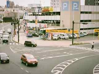 岡山车流不断街道图片
