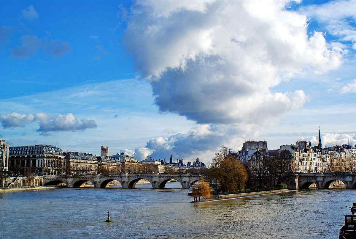 唯美法国塞纳河大河流桌面壁纸