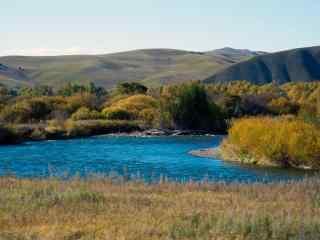 秋日里的黑龙河流