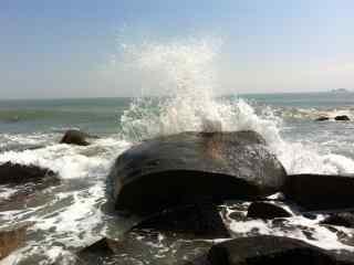 翻腾的海浪桌面壁纸
