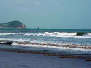 远方的海浪风景壁纸