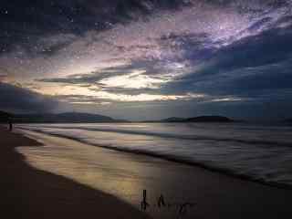 浪漫星空下的沙滩
