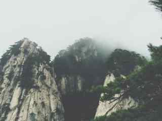 唯美护眼层峦迭嶂的山峰桌面壁纸