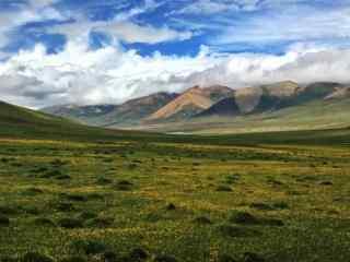 唯美草原西藏亚东山峰桌面壁纸
