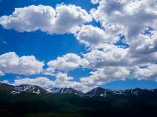 连绵起伏的长白山山峰风景桌面壁纸
