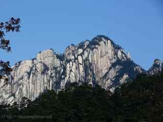 唯美崇山峻岭的山峰桌面壁纸