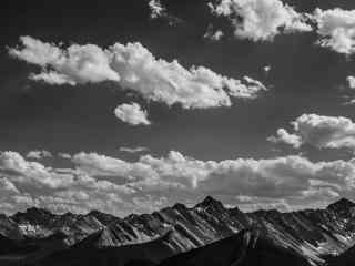 唯美重峦叠嶂的山峰风景桌面壁纸