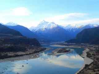 清新唯美的雅鲁藏布江风景图片桌面壁纸