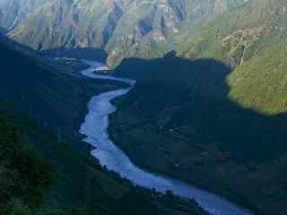 唯美的怒江风景桌面壁纸