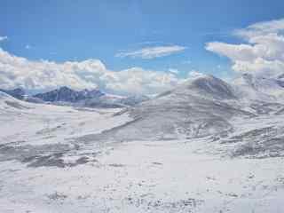 银白色的西藏拉萨风景桌面壁纸