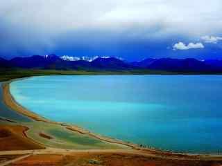 蔚蓝色河流纳木错湖桌面壁纸