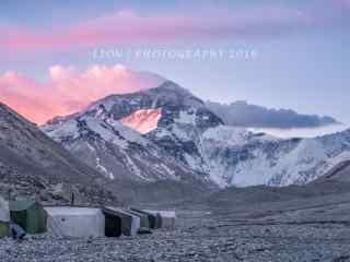 晚霞照射在珠穆朗玛峰上桌面壁纸