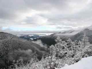 白雪覆盖下的三神山桌面壁纸