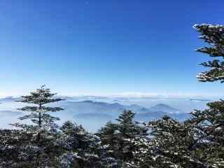 白云围绕的峨眉山