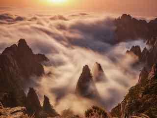 落日彩霞的下云雾