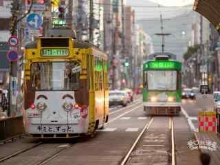 日本街头的复古电车桌面壁纸