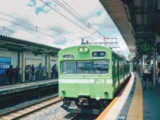 小清新文艺日本电车桌面壁纸