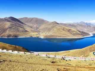 蔚蓝的圣湖羊卓雍措河流桌面壁纸