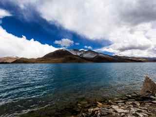西藏圣湖羊卓雍措河流桌面壁纸