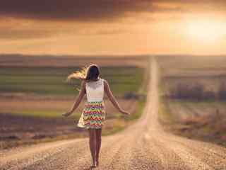 行走在路上唯美壁