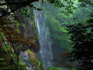 莫干山林间的瀑布