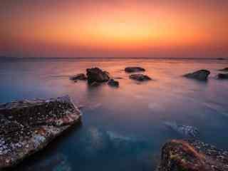 夕阳下的北戴河湖