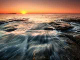 火红的霞光笼罩在北戴河海面上桌面壁纸