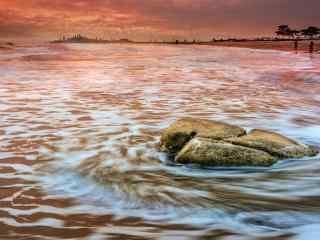 火红的北戴河大海