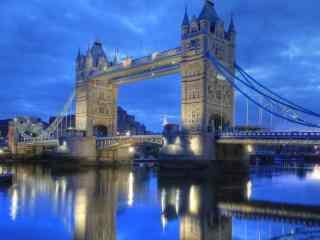 蓝色英伦建筑夜景